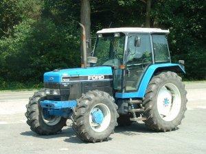 VERHUUR :   Tractoren van  100 - 130 pk.